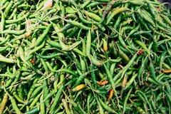 堆绿色新鲜的辣椒 库存图片