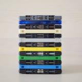 堆老五颜六色的卡型盒式录音机 免版税库存照片