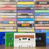 堆老五颜六色的卡型盒式录音机 免版税图库摄影