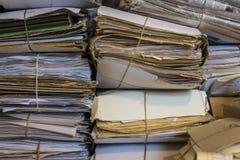 堆老纸和报纸在档案里 库存照片