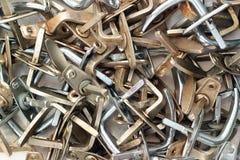 堆老肮脏的金属门把手 图库摄影