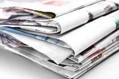 堆老被折叠的报纸,选择聚焦 免版税库存照片