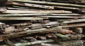 堆老被放弃的板条 免版税库存图片