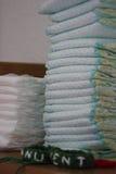 堆被加点的尿布 免版税库存照片