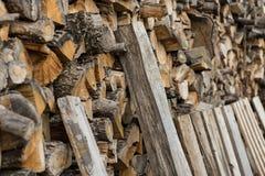 堆被堆积的木柴 冬天季节的准备 乌克兰 免版税库存图片