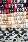 堆被编织的温暖的袜子 库存图片
