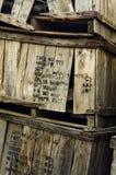 堆被击毁的运输的条板箱 免版税库存照片