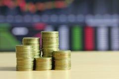 堆财政增长的概念金币  免版税库存图片