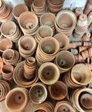 堆赤土陶器厂罐 免版税库存图片