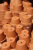 堆赤土陶器庭院罐 库存图片