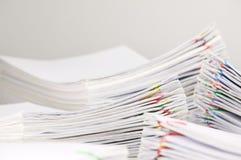 堆超载文书工作有迷离堆文件前景和背景 免版税图库摄影