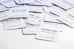 堆酒精垫 免版税库存照片