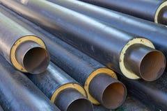 堆金属用管道输送有加热器和pvc壳的管 免版税库存照片
