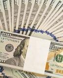 堆金钱以美元兑现钞票 库存图片