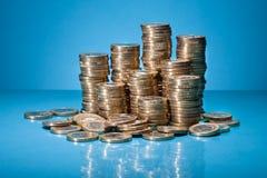 堆金黄硬币 免版税库存照片