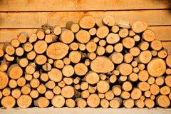 堆门廊木头 免版税库存照片