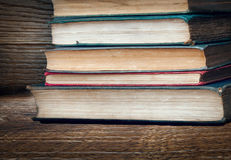 堆非常旧书 免版税库存图片