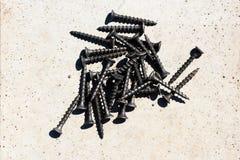 堆黑木螺丝 免版税库存照片