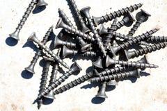 堆黑木螺丝 免版税库存图片