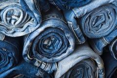 堆滚动的牛仔裤的背景 库存照片