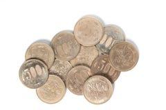 堆500日元铸造在白色背景的日本金钱 库存照片