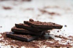 堆黑暗的巧克力 免版税库存图片