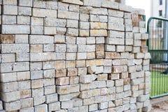 堆水泥砖块 库存图片