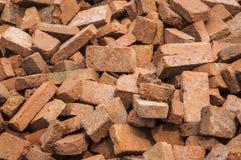 堆建筑的红砖 免版税库存图片