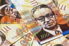 堆100锡克尔-顶视图以色列金融法案  免版税库存图片