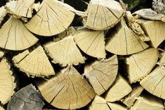 堆经验丰富的木柴 库存图片