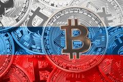 堆Bitcoin俄罗斯旗子 Bitcoin cryptocurrencies概念 免版税库存照片