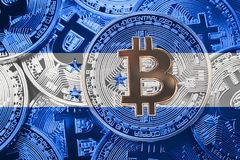 堆Bitcoin洪都拉斯旗子 Bitcoin cryptocurrencies概念 库存图片