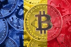 堆Bitcoin罗马尼亚旗子 Bitcoin cryptocurrencies概念 免版税库存照片