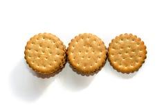 堆cicle饼干吹在白色隔绝的三明治奶油 免版税库存照片