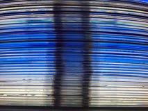 堆DVD圆盘和显示器来临的屏幕的光投掷他们 免版税库存图片