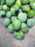 堆Mangga阿佩尔绿色芒果,在具体背景 免版税图库摄影