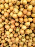 堆rambai在水果市场上 免版税库存图片