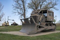 堡垒伦纳德木头, MO-APRIL 29日2018年:军车罗马犁D7E 库存照片