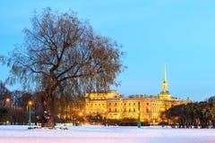 堡垒冻结的neva保罗・彼得・彼得斯堡多雪的st冬天 免版税图库摄影