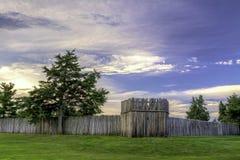 堡垒卡尼在日出的日志篱芭 免版税库存照片