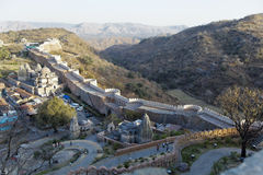 堡垒印度kumbhalgarth拉贾斯坦村庄墙壁 免版税库存图片