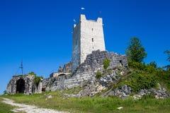 堡垒古老城堡的墙壁和塔 免版税库存图片
