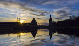 堡垒和日落剪影 库存图片