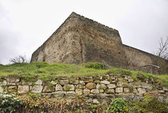 堡垒在亚伊采 达成协议波斯尼亚夹子色的greyed黑塞哥维那包括专业的区区映射路径替补被遮蔽的状态周围的领土对都市植被 免版税库存照片