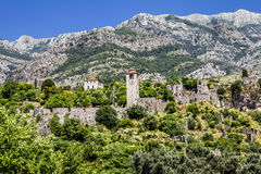 堡垒在老镇酒吧在黑山在一个夏日 免版税库存图片