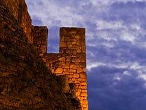 堡垒墙壁和重的云彩在微明, Kalemegdan堡垒在贝尔格莱德 免版税库存照片