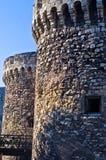 堡垒墙壁和重的云彩在微明, Kalemegdan堡垒在贝尔格莱德 库存照片