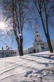 堡垒墙壁和门教会在新耶路撒冷修道院的东部圣洁门 Istra,莫斯科郊区,俄罗斯 免版税库存图片