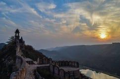 从堡垒墙壁的日落 免版税库存图片