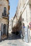 堡垒墙壁老拖曳和大卫塔的片段在耶路撒冷 库存图片